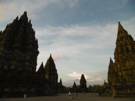 <ガルーダインドネシア利用>専用車で巡るのはバリ王だけ!!世界遺産ボロブドゥール遺跡とプランバナン寺院ツアースタンダードコース
